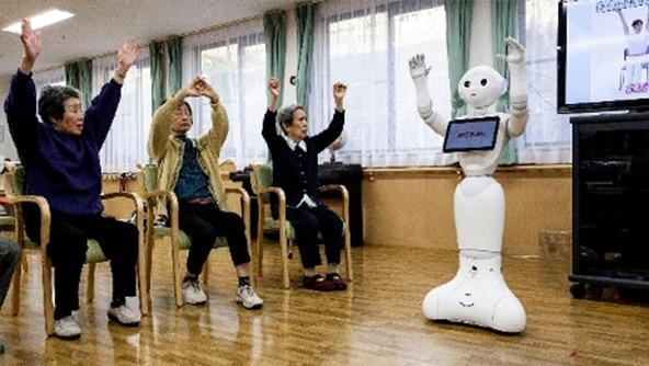 国内、高齢者を対象としたロボットの活用例